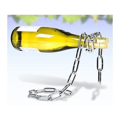 Stojak na wino 'Uwięziona butelka' - opleciona łańcuchem