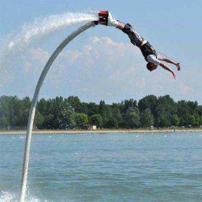Flyboard - ewolucje nad wodą z latającymi butami, pod okiem instruktora