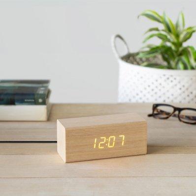 Cyfrowy budzik drewniany