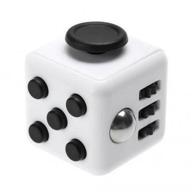 Fidget Cube - relaks w 6 postaciach