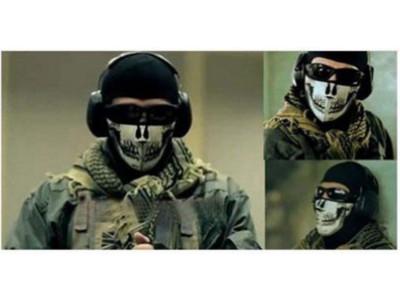 Maska z neoprenu o wyglądzie czaszki